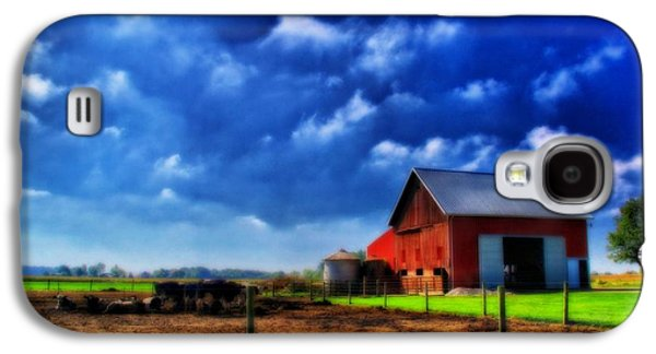 Red Barn And Cows In Ohio Galaxy S4 Case by Dan Sproul