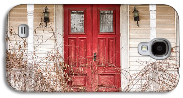 Abandoned House Photographs Galaxy S4 Cases - Red doors - Charming old doors on the abandoned house Galaxy S4 Case by Gary Heller