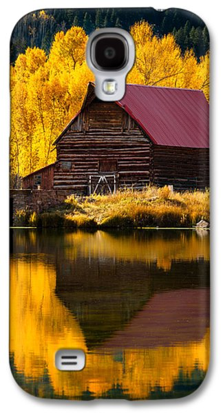 Red Roofed Barn Galaxy S4 Cases - Red Roof Barn In Fall Galaxy S4 Case by Adam Schallau