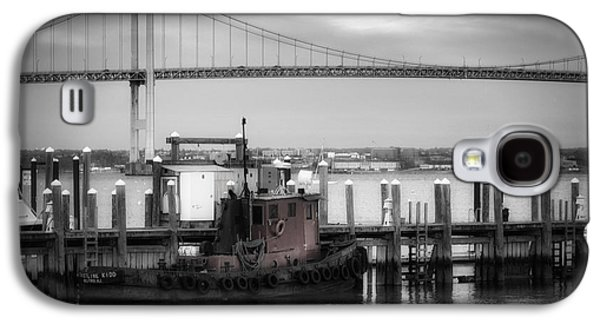 Landmarks Photographs Galaxy S4 Cases - Red Tugboat and Newport Bridge Galaxy S4 Case by Joan Carroll