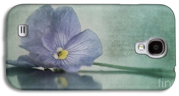 Gardening Photography Galaxy S4 Cases - Resting Galaxy S4 Case by Priska Wettstein