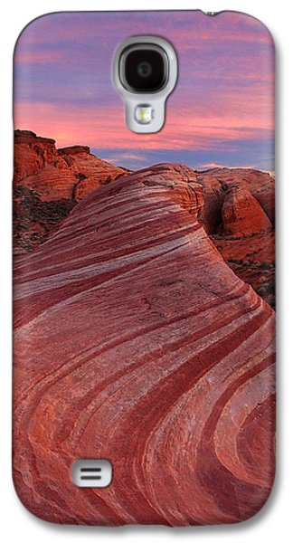 Landscapes Photographs Galaxy S4 Cases - Ride the Fire Wave Galaxy S4 Case by Steve Luther