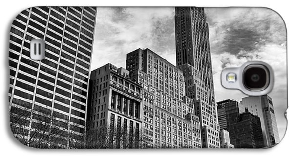 Bryant Park Galaxy S4 Cases - Rising in Manhattan mono Galaxy S4 Case by John Rizzuto