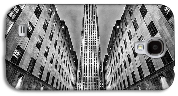 Built Structure Photographs Galaxy S4 Cases - Rockefeller Centre Galaxy S4 Case by John Farnan