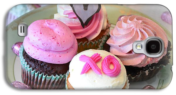 Kitchen Photos Galaxy S4 Cases - Romantic Shabby Chic Valentine Heart Pink Cupcakes - Dreamy Cupcakes Kitchen Art  Galaxy S4 Case by Kathy Fornal