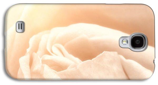 Close Focus Floral Galaxy S4 Cases - Softness Galaxy S4 Case by Wim Lanclus