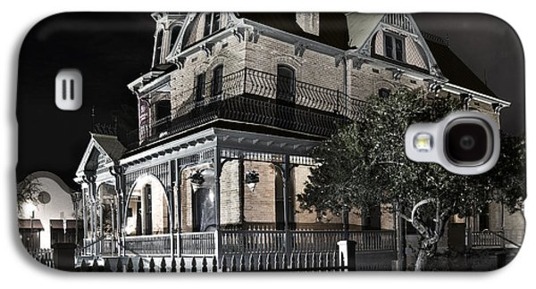 """""""haunted House"""" Galaxy S4 Cases - Rosson house haunted Black and White Galaxy S4 Case by Dave Dilli"""