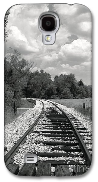 Caboose Photographs Galaxy S4 Cases - RR X-ing Galaxy S4 Case by Robert Frederick