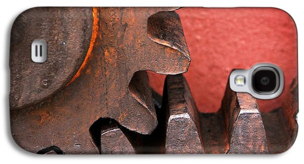 Mechanism Galaxy S4 Cases - Rusty And Metallic Gear Wheel Galaxy S4 Case by Mikel Martinez de Osaba