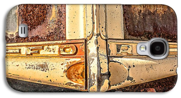 Old Trucks Photographs Galaxy S4 Cases - Rusty Old Ford Galaxy S4 Case by Edward Fielding