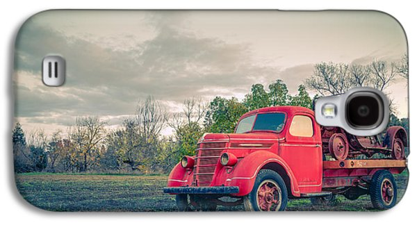 Truck Photographs Galaxy S4 Cases - Rusty Old Red Pickup Truck Galaxy S4 Case by Sarit Sotangkur