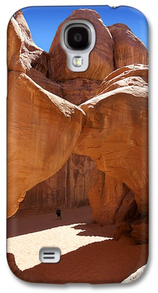 Park Scene Digital Galaxy S4 Cases - Sand Dune Arch with Gary Galaxy S4 Case by Mike McGlothlen