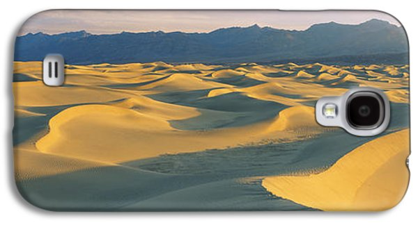 Grapevines Photographs Galaxy S4 Cases - Sand Dunes In A Desert, Grapevine Galaxy S4 Case by Panoramic Images