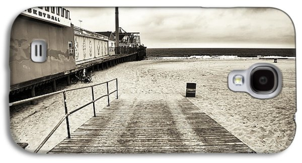 Seaside Heights Photographs Galaxy S4 Cases - Seaside Beach Entry Galaxy S4 Case by John Rizzuto