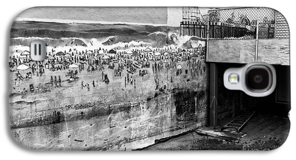 Seaside Heights Photographs Galaxy S4 Cases - Seaside Heights on the Wall mono Galaxy S4 Case by John Rizzuto