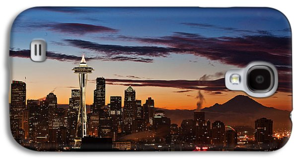 Fog Photographs Galaxy S4 Cases - Seattle Sunrise Galaxy S4 Case by Mike Reid