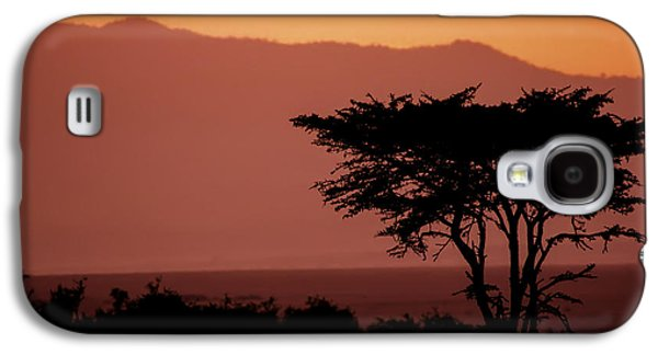 Trees Photographs Galaxy S4 Cases - Serengeti Sunset Galaxy S4 Case by Sebastian Musial