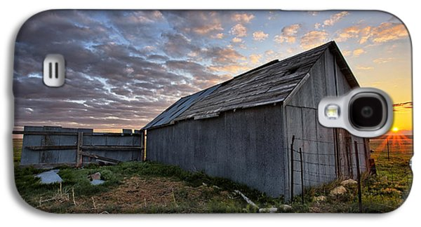 Shed Photographs Galaxy S4 Cases - Shedded Rising Galaxy S4 Case by Thomas Zimmerman