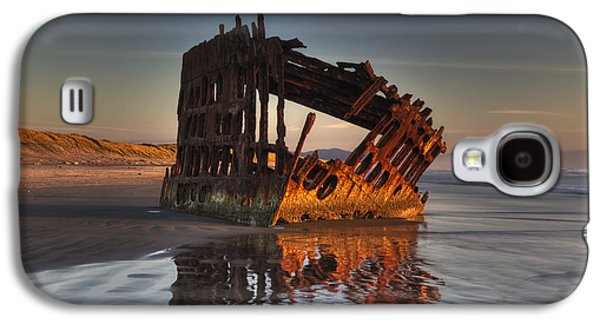 Spit Galaxy S4 Cases - Shipwreck at Sunset Galaxy S4 Case by Mark Kiver