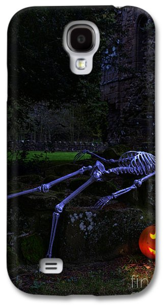 Halloween Photographs Galaxy S4 Cases - Skeleton With Pumpkin Galaxy S4 Case by Amanda And Christopher Elwell