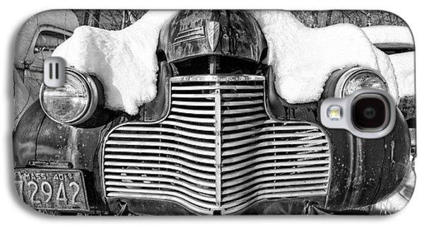 White River Galaxy S4 Cases - Snowed In a thick blanket of snow covering a vintage Chevy Galaxy S4 Case by Edward Fielding
