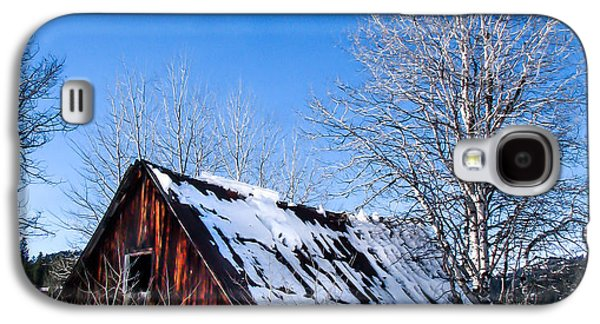 Haybale Galaxy S4 Cases - Snowy Cabin Galaxy S4 Case by Robert Bales