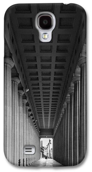Soldier Field Colonnade Chicago B W B W Galaxy S4 Case by Steve Gadomski