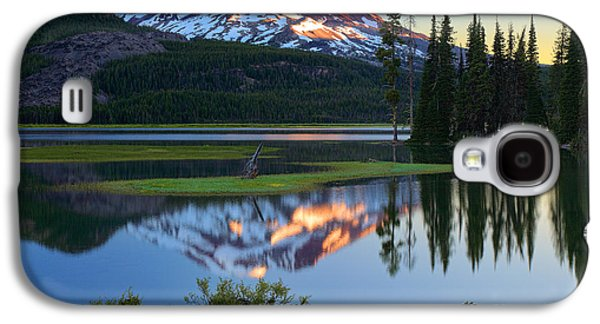 Landscapes Photographs Galaxy S4 Cases - Sparks Lake Sunrise Galaxy S4 Case by Inge Johnsson