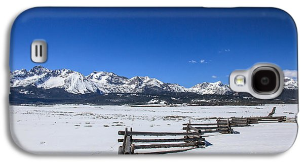 Haybale Galaxy S4 Cases - Spring View Of The Sawtooth Mountains Galaxy S4 Case by Robert Bales