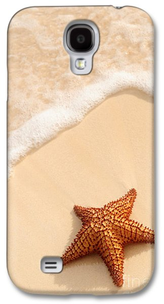 Concept Photographs Galaxy S4 Cases - Starfish and ocean wave Galaxy S4 Case by Elena Elisseeva