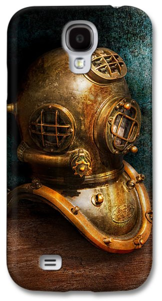 Metal Photographs Galaxy S4 Cases - Steampunk - Diving - The diving helmet Galaxy S4 Case by Mike Savad