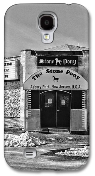 Bruce Springsteen Photographs Galaxy S4 Cases - Stone Pony in Black and White Galaxy S4 Case by Paul Ward