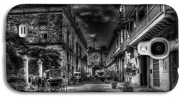 Wagon Photographs Galaxy S4 Cases - Streets of Havana BW Galaxy S4 Case by Erik Brede