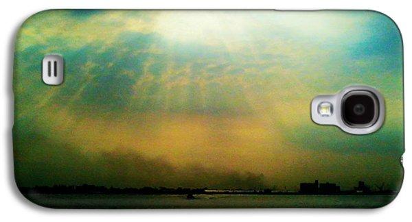 Light Tapestries - Textiles Galaxy S4 Cases - Sun Rays Galaxy S4 Case by Sivaanan Balachandran