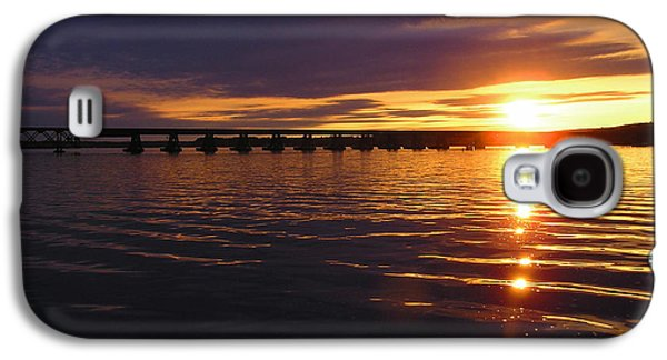 Transportation Pyrography Galaxy S4 Cases - Sundown on Lake Wisconsin Galaxy S4 Case by Doug Kreuger