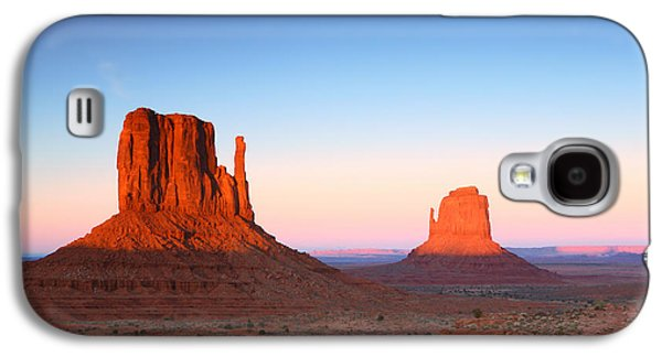 Americans Pyrography Galaxy S4 Cases - Sunset Buttes in Monument Valley Arizona Galaxy S4 Case by Katrina Brown
