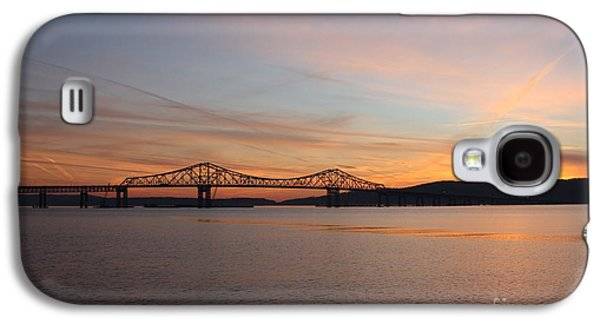 Behind The Scenes Photographs Galaxy S4 Cases - Sunset Over the Tappan Zee Bridge Galaxy S4 Case by John Telfer