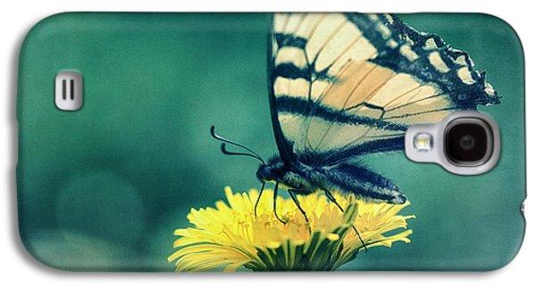 Feeding Photographs Galaxy S4 Cases - Swallowtail Galaxy S4 Case by Priska Wettstein