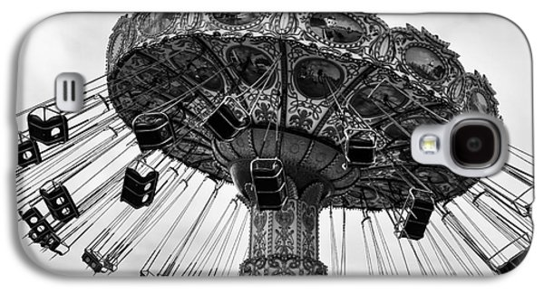 Seaside Heights Photographs Galaxy S4 Cases - Swinging at Seaside Heights mono Galaxy S4 Case by John Rizzuto
