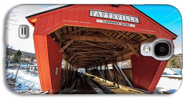 Road Travel Galaxy S4 Cases - Taftsville Covered Bridge in Vermont in winter Galaxy S4 Case by Edward Fielding