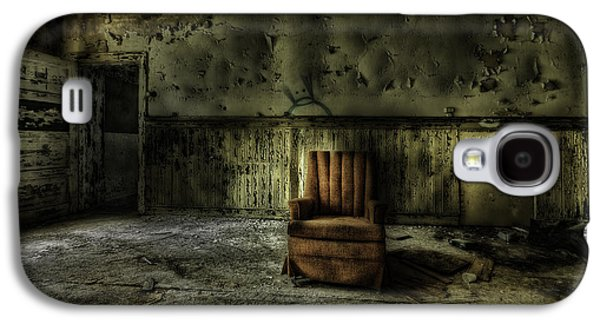 Creepy Galaxy S4 Cases - The Asylum Project - The Empty Chair Galaxy S4 Case by Erik Brede