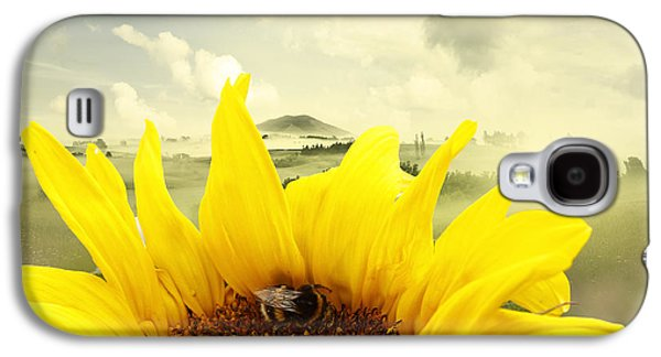 Pollinate Galaxy S4 Cases - The bee Galaxy S4 Case by Les Cunliffe