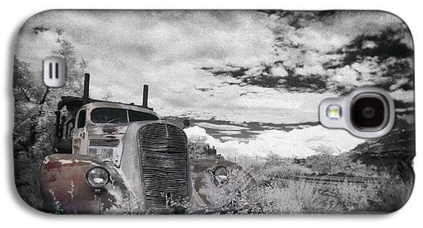 Old Trucks Photographs Galaxy S4 Cases - The Final Stop Galaxy S4 Case by Sean Foster