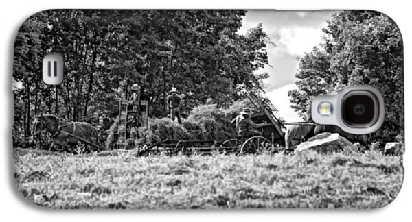 Amish Photographs Galaxy S4 Cases - The Harvest bw Galaxy S4 Case by Steve Harrington