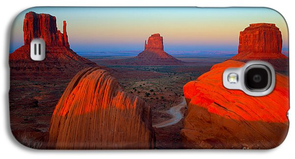 Western Photographs Galaxy S4 Cases - The Mittens Galaxy S4 Case by Inge Johnsson