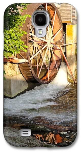 Tennessee Historic Site Galaxy S4 Cases - The Old Mill Water Wheel Pigeon Forge Tennessee Galaxy S4 Case by Cynthia Woods