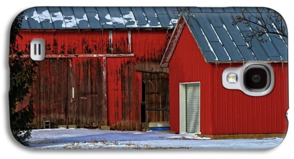 Red Barn In Winter Photographs Galaxy S4 Cases - The Old Red Barn In Winter Galaxy S4 Case by Dan Sproul