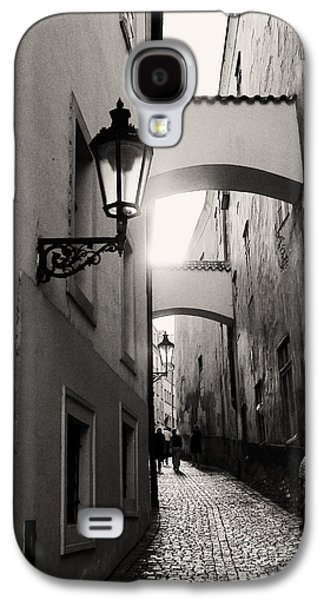 Gas Lamp Photographs Galaxy S4 Cases - The Path Galaxy S4 Case by Ivy Ho