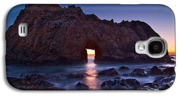 The Portal - Sunset On Arch Rock In Pfeiffer Beach Big Sur In California. Galaxy S4 Case by Jamie Pham