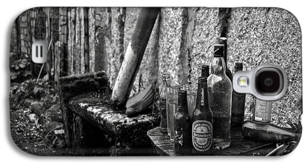 Old House Photographs Galaxy S4 Cases - The remains of that distant party BW Galaxy S4 Case by RicardMN Photography
